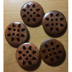 Mørkebrun træknap med udskåret blomst. Pose med 5 knapper. 25mm