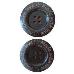 """Træknap mørk brun med tekst """"Made with love"""". Pose med 2 knapper, 40mm"""