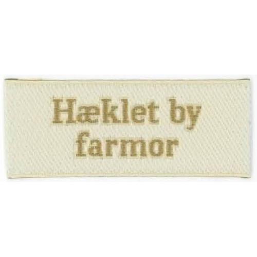 """Label """"hæklet by farmor"""" 5 x 2 cm i beige"""