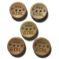 """Træknap natur med tekst """"It's a GIRL"""". Pose med 5 knapper, 20mm"""