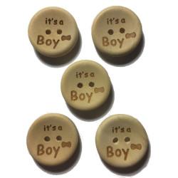 """Træknap natur med tekst """"It's a Boy"""". Pose med 5 knapper, 20mm"""
