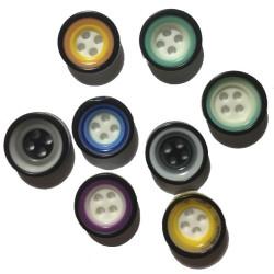 Rund flerfarvet plastikknap. Pose med 8 knapper i blandede farver. 13mm