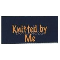 "Label ""knitted by me"" 5 x 2 cm i blå"