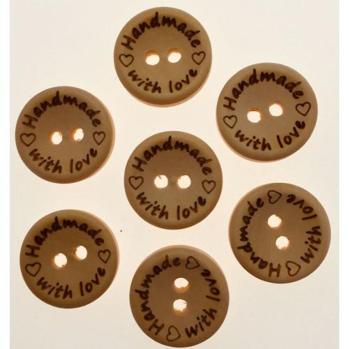 """Træknap natur med tekst """"handmade with love"""". Pose med 7 knapper, 15mm"""
