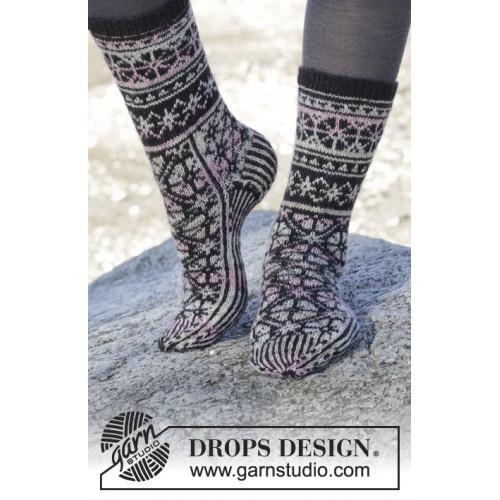 Moonflower Socks by DROPS Design 35-43 DROPS FABEL