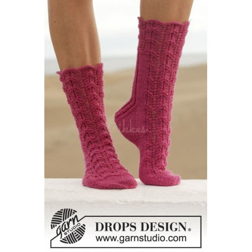 Love Walked In by DROPS Design 35-43 DROPS FABEL