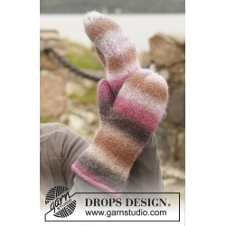 Candy Crush Gloves by DROPS Design S-L DROPS BIG DELIGHT