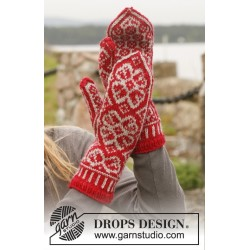 Winter Rose Gloves by DROPS Design One-size DROPS KARISMA