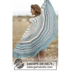 Summer Tide by DROPS Design Bredde øverst: 140 cm. Længde midt på: 70 cm. DROPS FABEL