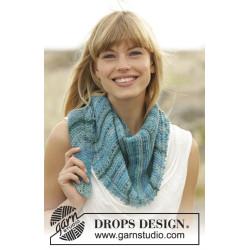 Blue Rapids by DROPS Design Længde: 140 cm. Bredde midt på: 33 cm. DROPS FABEL