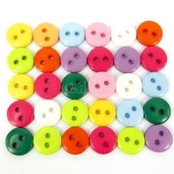 Assorterede farvede plastikknapper. Pose med 30 knapper. Størrelse 9mm.