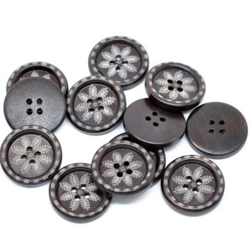 Mørkebrune træknapper med blomster motiv. Pose med 10 knapper, 25mm