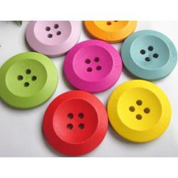 Assorterede farvede knapper i træ, Pose med 8 knapper 25mm