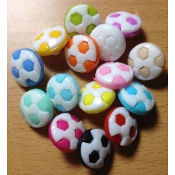Fodbold knapper i assorterede farver. Pose med 15 plastik knapper, 13mm