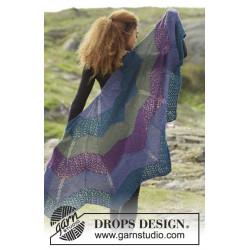 Aurora Borealis by DROPS Design Bredde øverst: 148 cm. Længde midt på: 74 cm. DROPS ALPACA