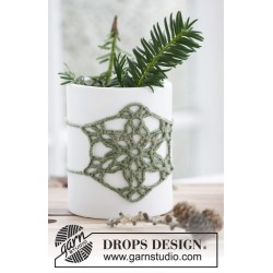 Jolly Holly by DROPS Design ca 9 x 9 cm. DROPS BABY MERINO