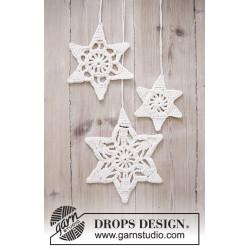 Wishing Stars by DROPS Design Lille: ca 10cm. Mellemstor: ca 13cm. Stor: ca 16cm. DROPS COTTON LIGHT